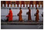 poranne ofiarowanie darów w LuangPrabang
