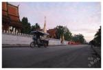 poranna procesja mnichów zbierających dary (LuangPrabang)