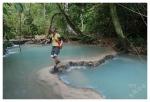 wapienne tarasy poniżej wodospadu Kuang Si (okolice LuangPrabang)