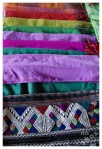 tkaniny na targu w MuangSing